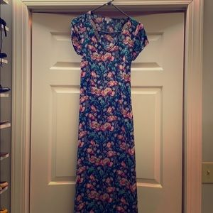 Maxi dress with cut-out back